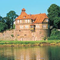 Malerisch an der Weser gelegen: das Schloss Petershagen